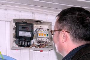 Сколько раз в год я обязана впускать электриков, проверять показания счётчиков электроэнергии?