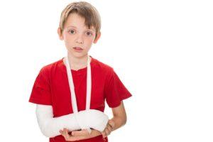Мой ребенок сломал руку другому ребенку в школе. Что делать?