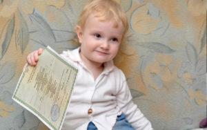 Во сколько лет ребенок САМ может поменять фамилию?