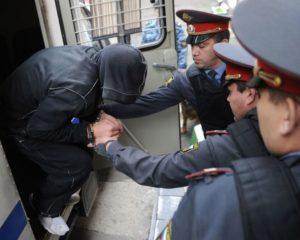 Как узнать в каком отделении полиции находится задержанный которого арестовали на 15 суток?