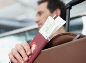 Кассир продал авиабилет на самолет по просроченномому паспорту