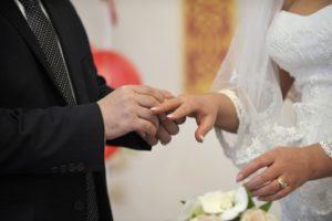 Как называется должность в загсе (того кто браки регистрирует)?