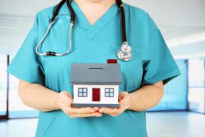 Как получить служебную квартиру врачу в Москве? куда обращаться?