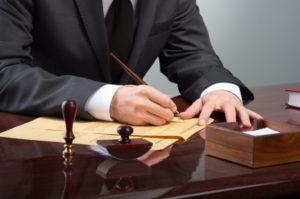 Чем может заниматься юрист в транспортной компании, а именно работа, чтобы была связана с договорами?