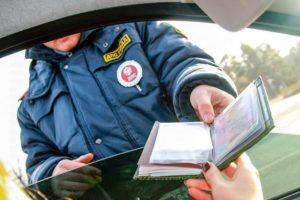 Нужна помощь. Может ли полицейский в гражданском ( без формы), но предъявляя удостоверение, задержать гражданина?